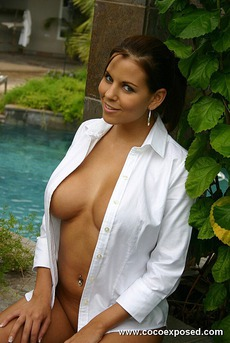 Busty Nicole Graves Poolside 09